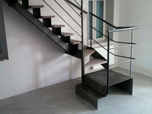 Animation metallerie bruyas rhone for Contre marche escalier exterieur